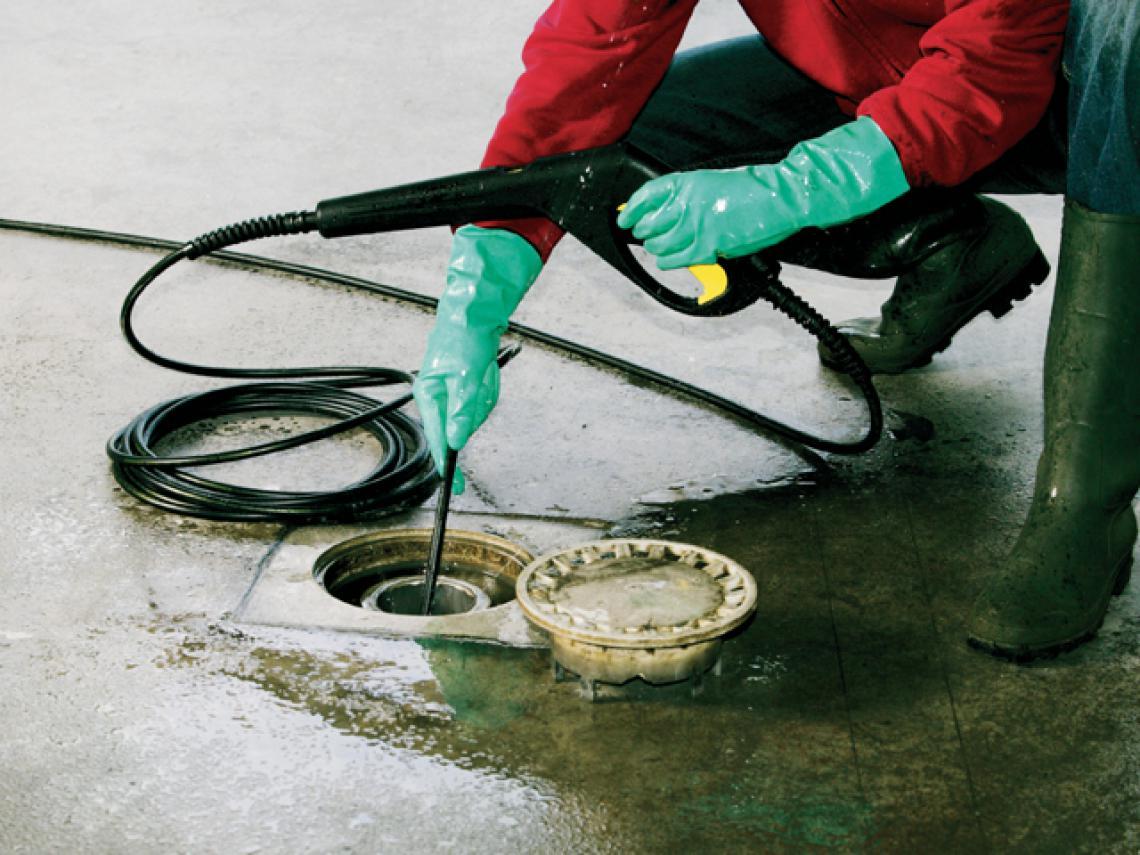 Debouchage d'une canalisation par furet hydraulique haute pression