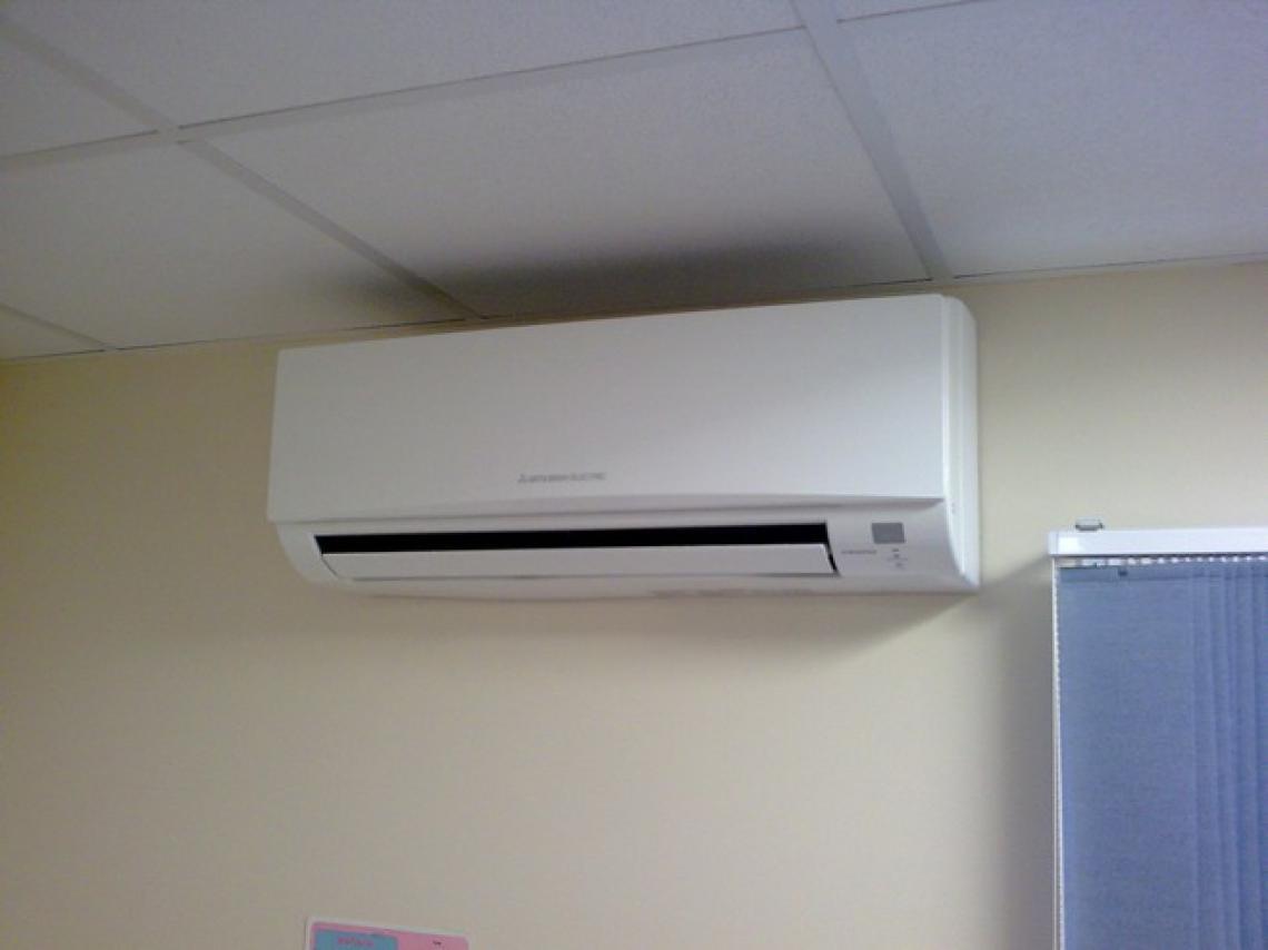 Climatisation de bureau alimentée par une pompe à chaleur Air/Air installée à Champagné (72470)