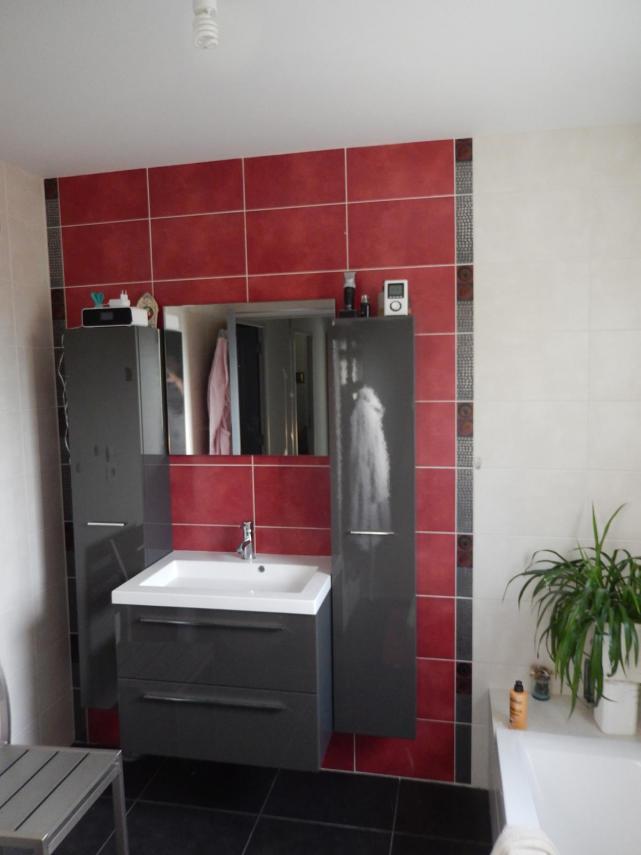 Aménagement d'une salle de bain à Champagné (Meuble avec vasque et Faïence)
