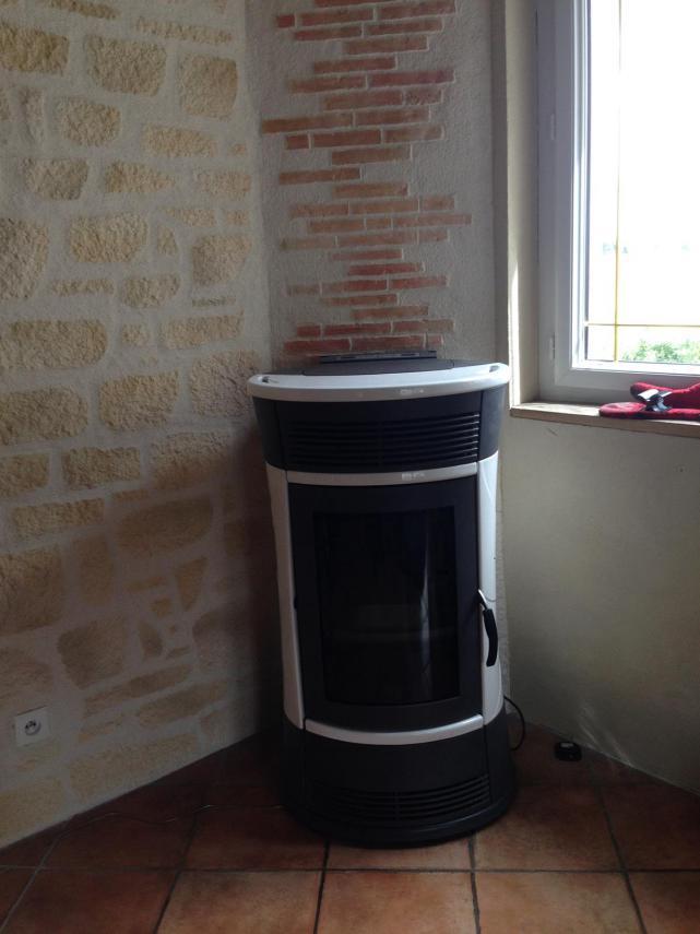 """Poêle à granulé EDILKAMIN """"Chérie"""" installé à Doucelles (72170)"""