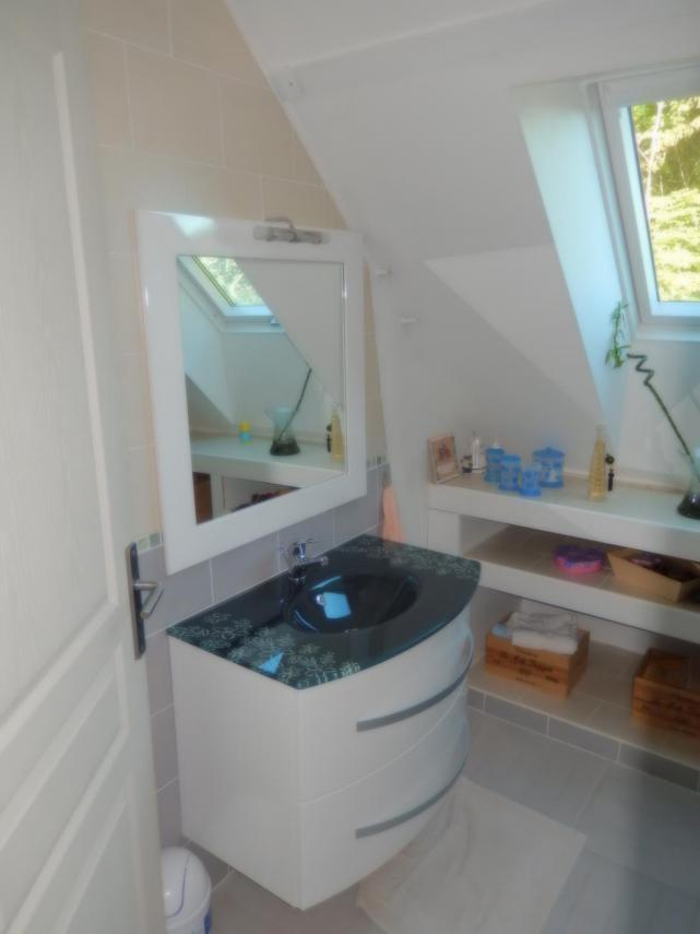 Aménagement d'une salle d'eau à Champagné (Vasque, Faïence et Étagères)