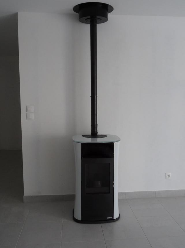 "Poêle à granulé EDILKAMIN ""Mya"" installé à Saint Saturnin (72650)"